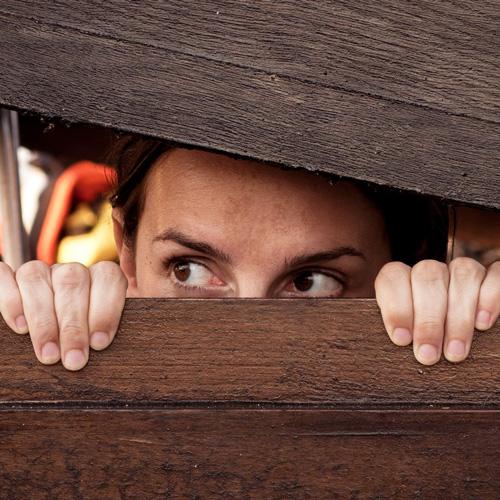 Verstecken vor der dicken Nachbarin