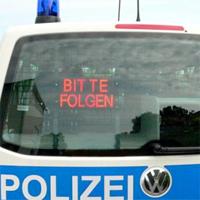 Polizei. Bitte folgen!