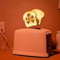 Mit dem Messer im Toaster