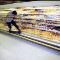 Gangster-Kids im Supermarkt