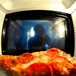 schleimige mikrowellen pizza. Black Bedroom Furniture Sets. Home Design Ideas
