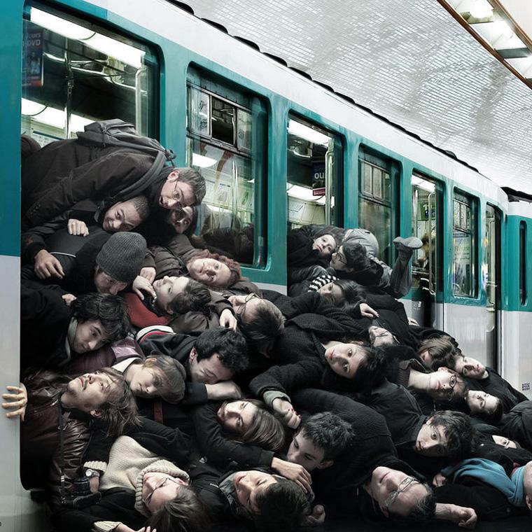 Drängelei in der Bahn