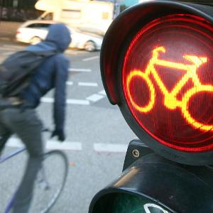 Fahrradfahrer an der Ampel